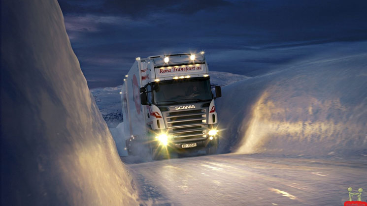 Truck on icy road_Drivas